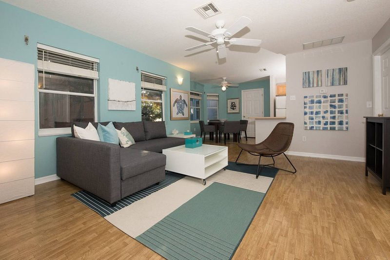 Beautiful 2 Bed/2 bath Beach House, both Family & Pet Friendly!, vacation rental in Indian Rocks Beach