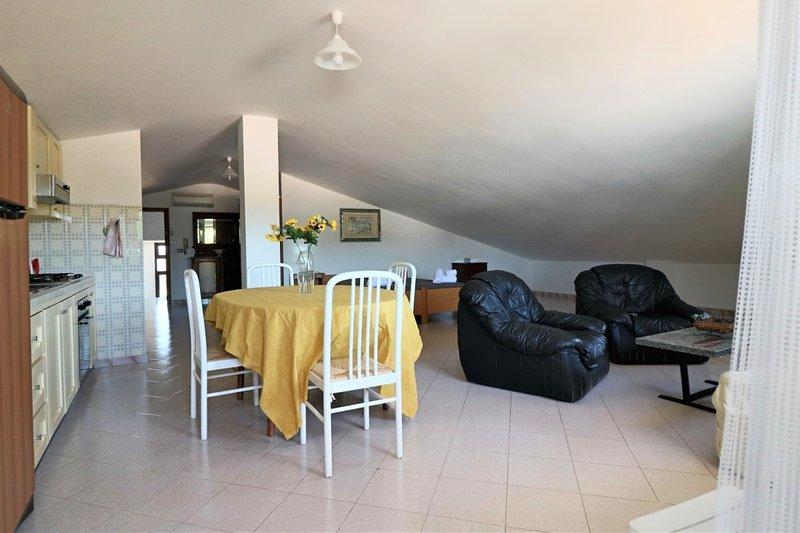 Holiday home Mansarda Otello in Acquarica del Capo in Salento just minutes from, casa vacanza a Acquarica del Capo