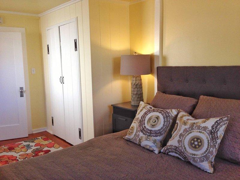 La chambre principale est confortable, super confortable et parfaite pour se prélasser et se blottir.