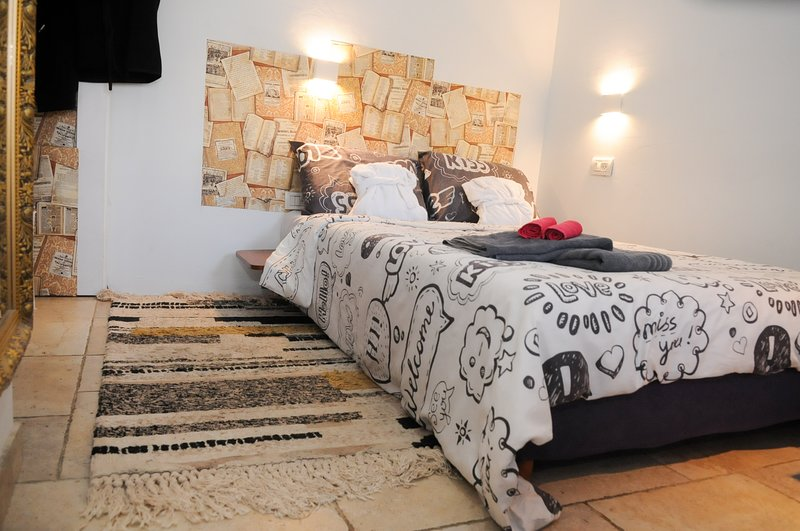 Studio in Hadera ♥ Up to 2 Guests ♥ Business Trip, location de vacances à Or Akiva