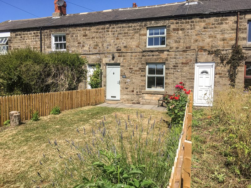 Canny Cottage, 5 Station Cottages, gardens, countryside views, pet friendly, in, Ferienwohnung in Belford