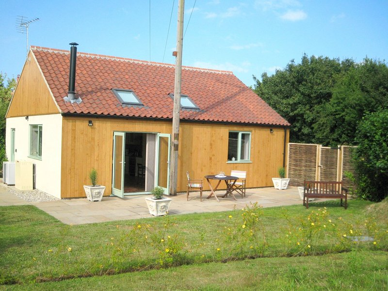 Luxurious and spacious holiday cottage, ideal for a couple, in open countryside, holiday rental in Holt