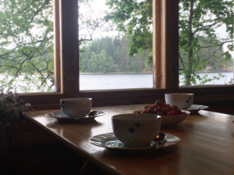 Rentola, Cosy lakeside hideaway with Finnish sauna, location de vacances à Langelmaki