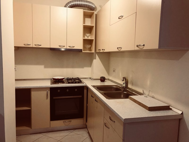 Apartment for rent near the sea and the city center., vacation rental in Vlore
