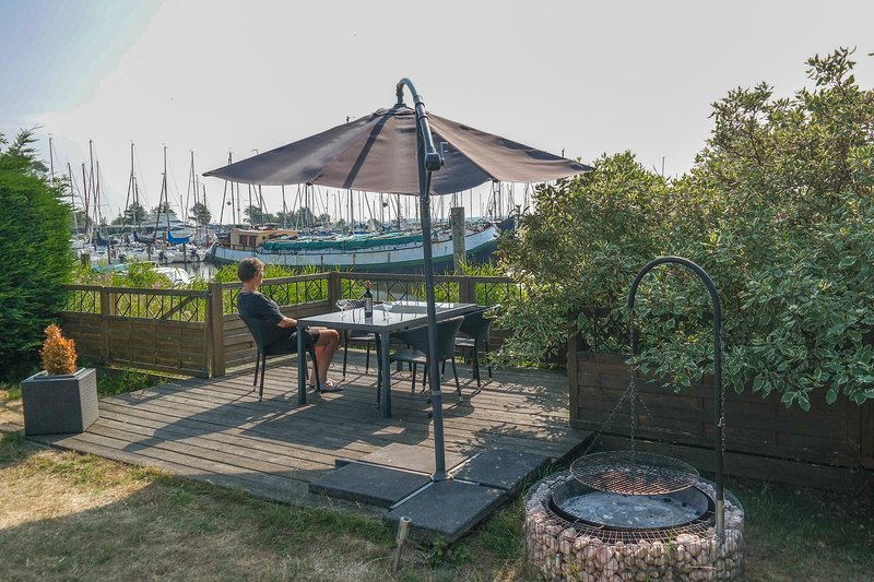 Haus 'Gaby', Haustiere willkommen direkt am Lauwersmeer, casa vacanza a Provincia di Groninga