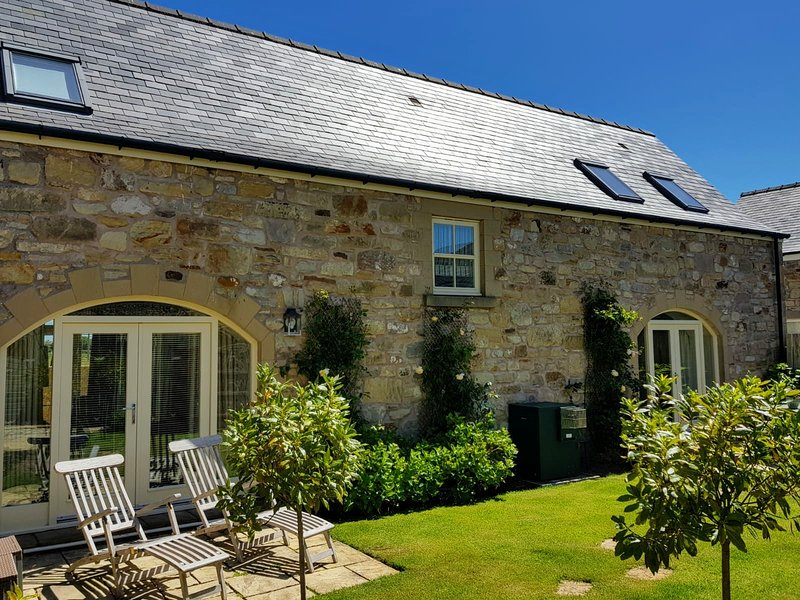 CAUSEWAY BARN- 5 Star, 'Gold' Award Cottage near Northumberland Coast, location de vacances à Spittal