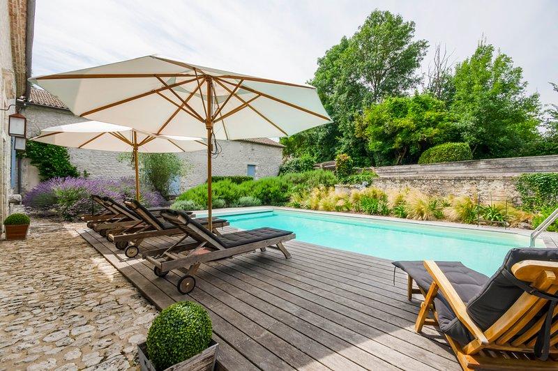 Loubes-Bernac Villa Sleeps 6 with Pool - 5574463, holiday rental in Monestier