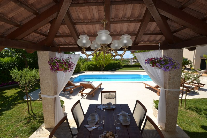 Amazing villa near split!!!, vacation rental in Kotlenice