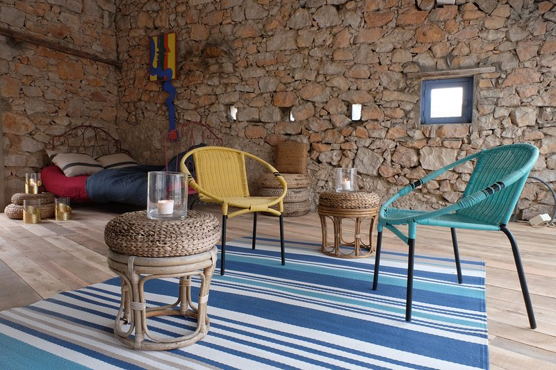 Bedroom loft (30 sqm) in a renovated shepherd's house with private terrace (25 sqm).