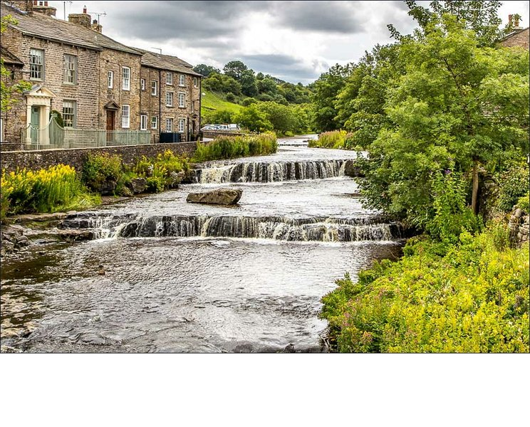 Cosy, traditional cottage overlooking waterfalls, Gayle, Hawes, Yorkshire Dales., location de vacances à Yorkshire Dales National Park
