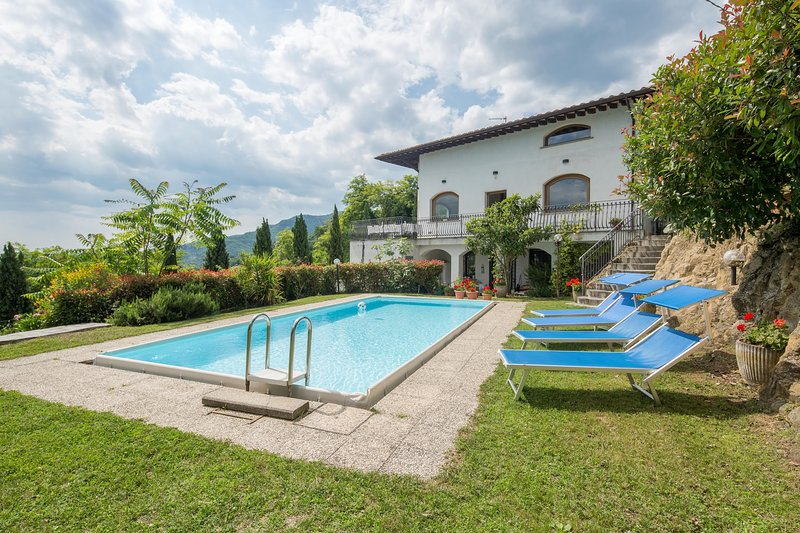 Monte a Pescia Holiday Home Sleeps 14 with Pool and WiFi - 5803037, holiday rental in Borgo a Buggiano