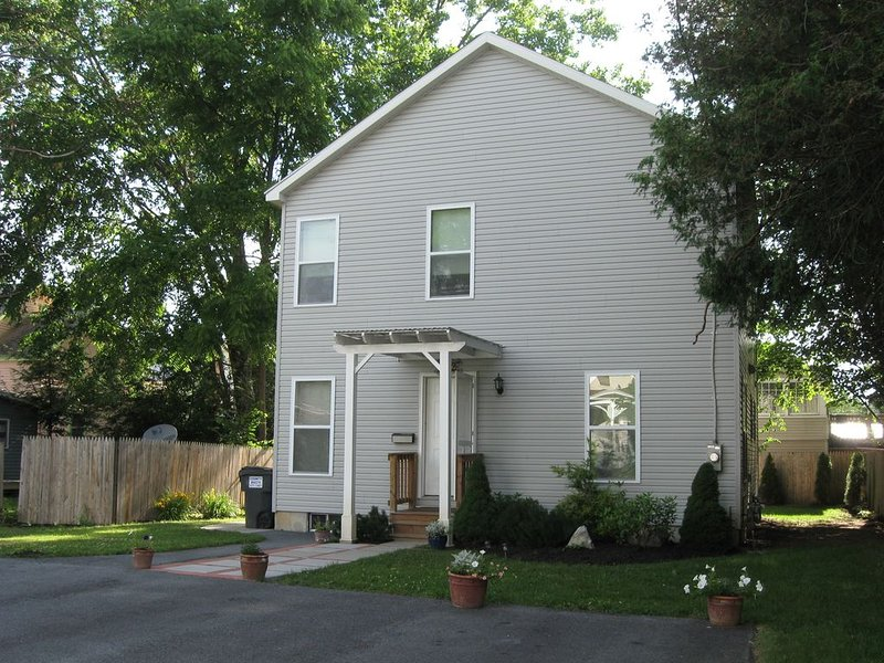 New House in Town, vacation rental in Saratoga Springs