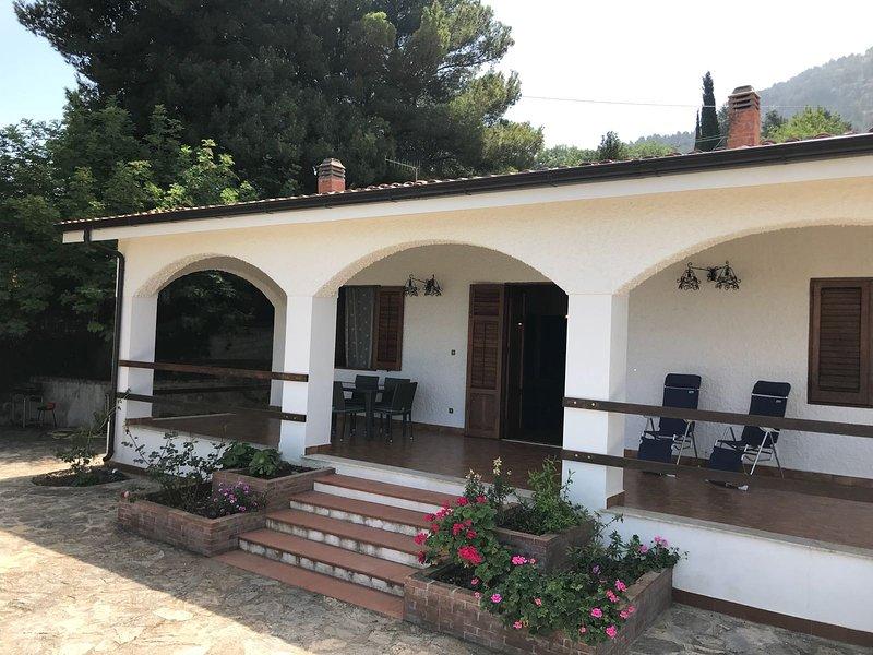 La casa dei Mandorli, villa in collina tra Termini Imerese e Cefalù, holiday rental in Montemaggiore Belsito