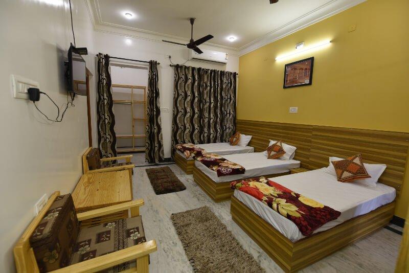 ROSE- BALBIR NIWAS GUESTHOUSE HOMESTAY, holiday rental in Bhujra