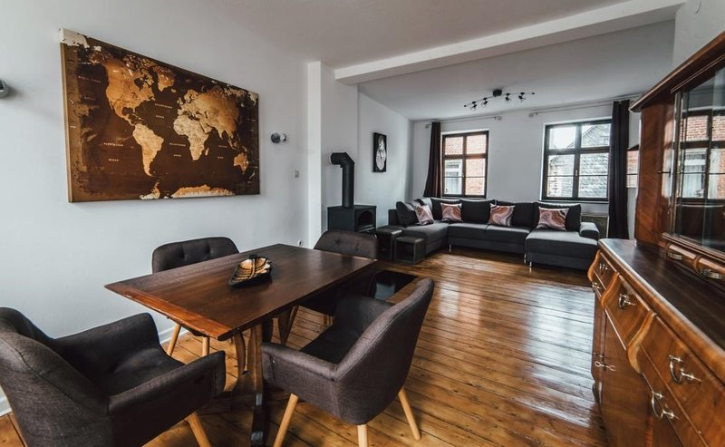 Casa Calmont 110qm 8 Personen Ferienhaus Terrasse WLAN Grill, vacation rental in Sehl