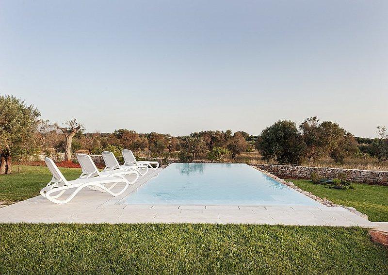 Marina di Pescoluse Villa Sleeps 7 with Pool Air Con and WiFi - 5647854, alquiler vacacional en Marina di Pescoluse