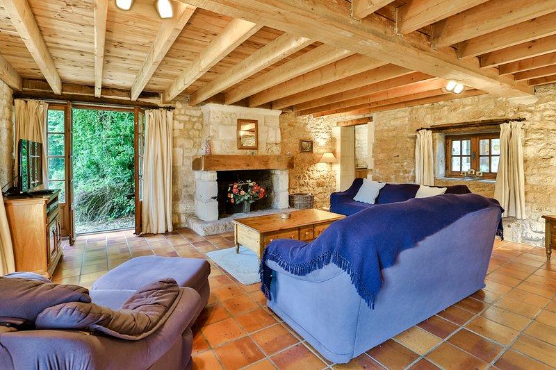 Chermignac Villa Sleeps 6 with Pool - 5049784, holiday rental in Montpellier de Medillan