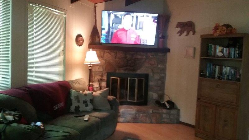 Nova TV de tela plana na sala de estar