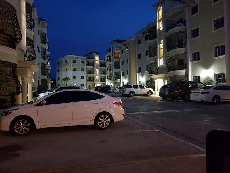 Residencial Mia Molina / Apartamento Amueblado con Tres Habitaciones, alquiler de vacaciones en Salcedo