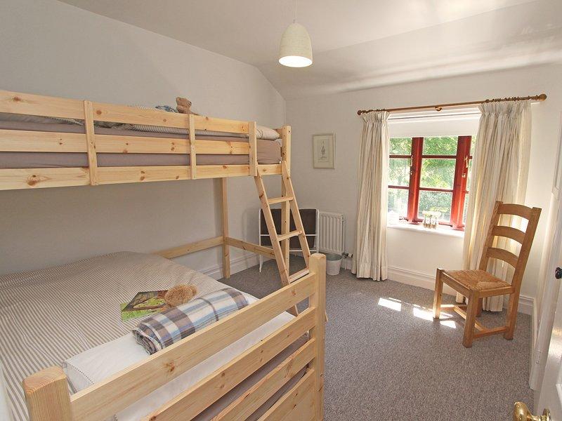 Dormitorio de literas acogedor