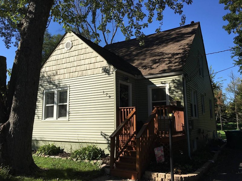 4 bed 2 bath Chicagoland Home, vacation rental in Merrillville