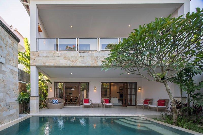 Seaside 3 Bedroom Villa Nusa Dua, vacation rental in Tanjung Benoa