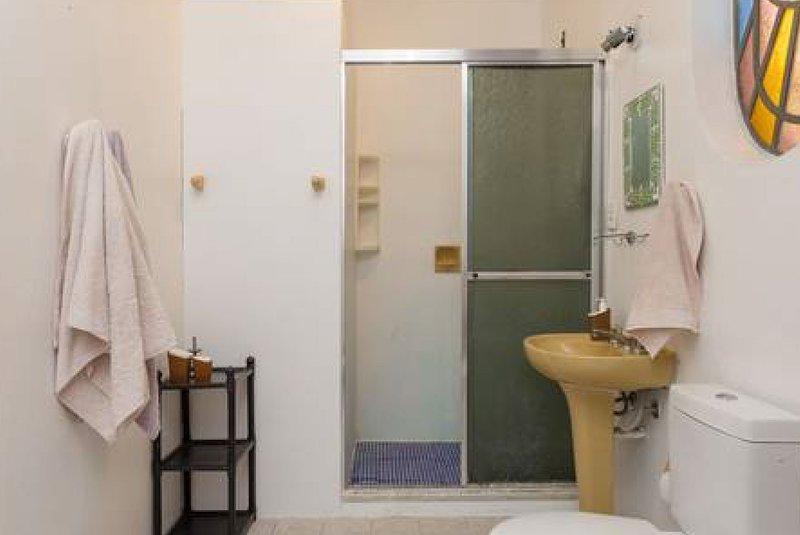Baño de la suite espaciosa, agua con presión Q / F por calentador. Tiene dos barras dentro del box.