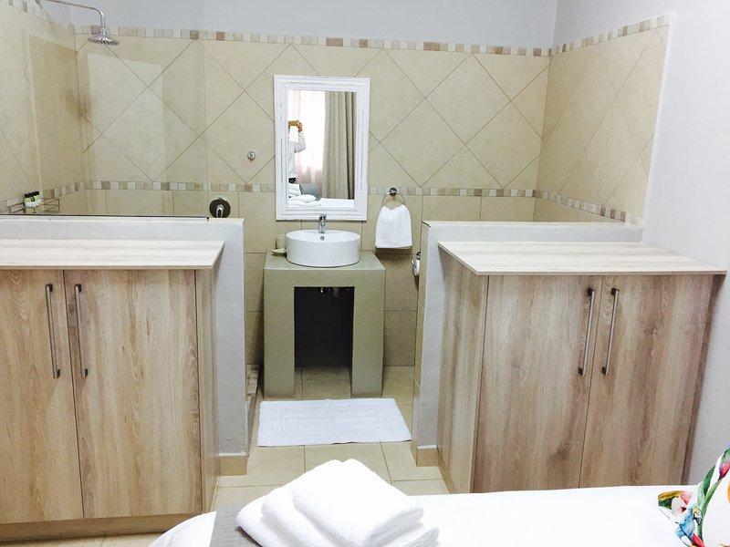 Bedroom 3 on suite bathroom