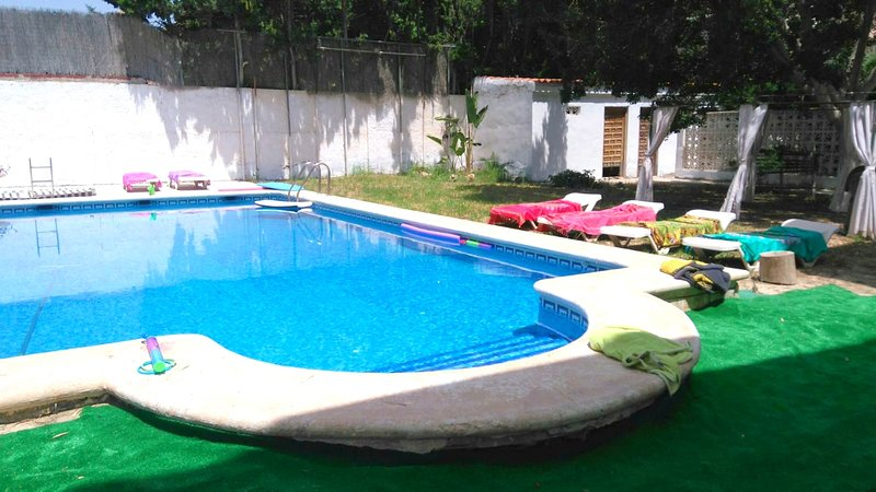 Spacious apt with pool access, holiday rental in San Isidro de Albatera