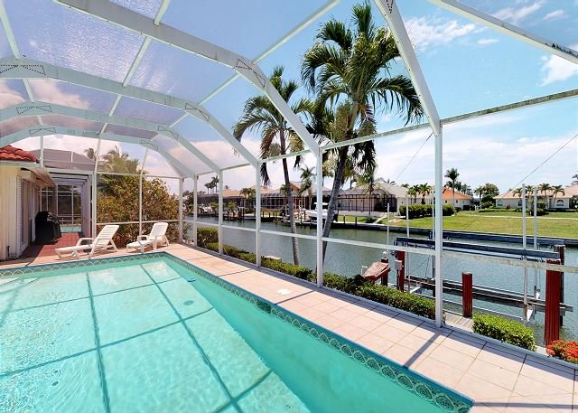 Desirable Southern Exposure at Waterfront Home, Close to Beach!, vacation rental in Marco Island