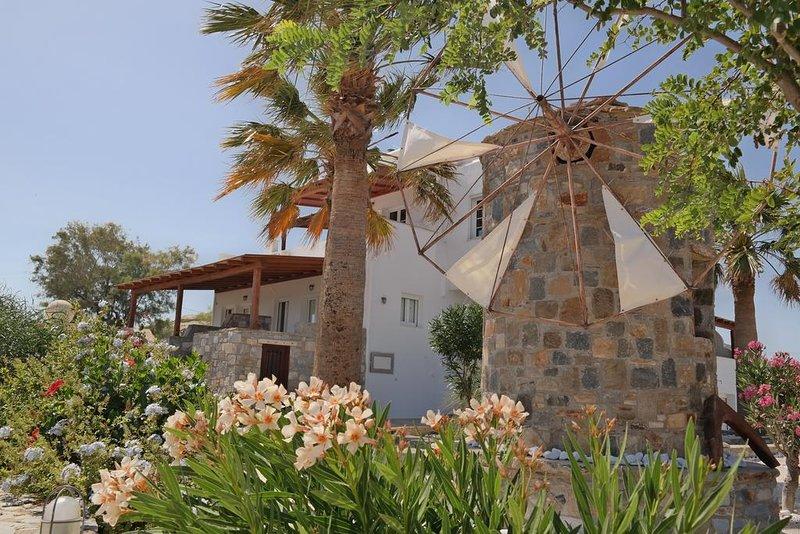 Thea Suites - Queen Suite with Sea View, vacation rental in Agios Prokopios