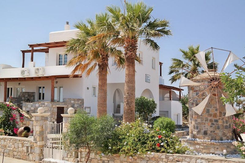 Thea Suites - Family Room with Sea View, holiday rental in Agia Anna