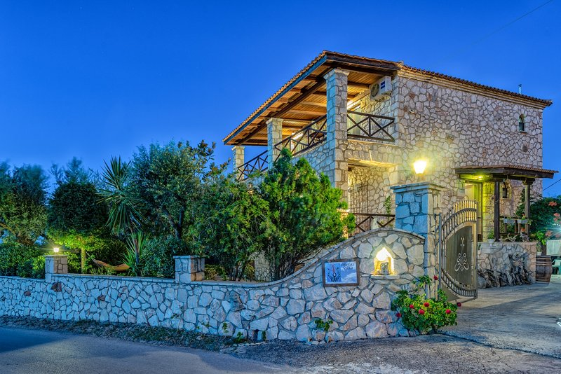 Orfeas Villa, vacation rental in Kypseli