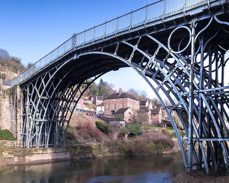 le célèbre Ironbridge arqué sur le site du patrimoine mondial!