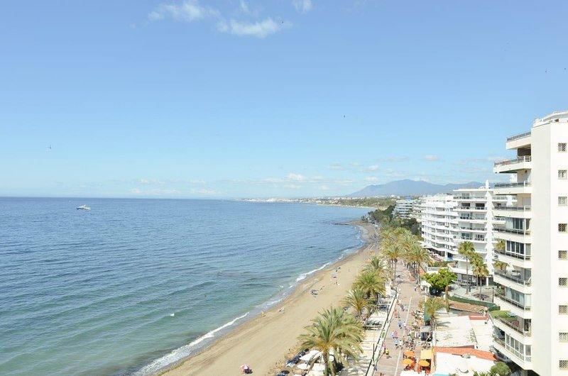 Vista dall'appartamento sull'ampia costa.