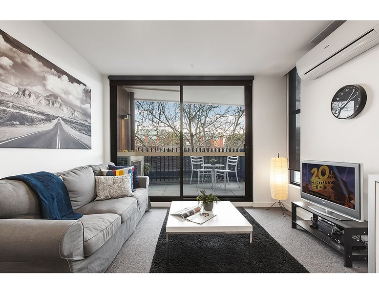 Modern 2 bed apartment in trendy Collingwood, location de vacances à Clifton Hill
