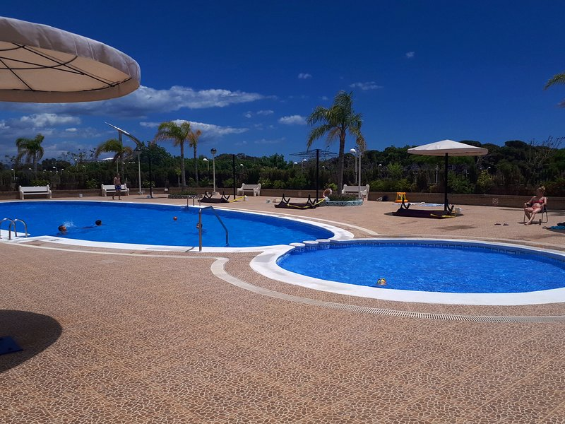 Beautiful apt with pool access, holiday rental in Cabanes