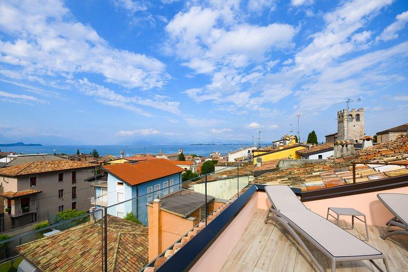 Appartamento '5 - PUNTA SAN VIGILIO', holiday rental in Desenzano Del Garda