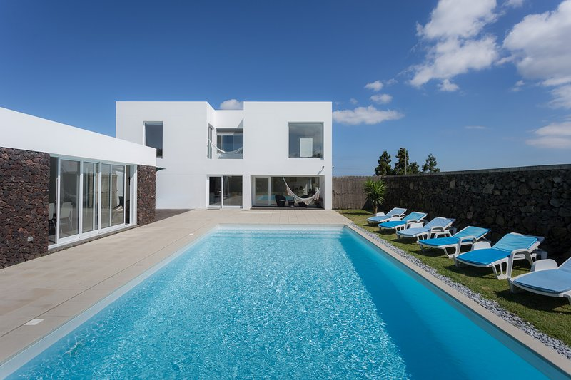 Villa Loureiro | Luxury Retreat, vacation rental in Ponta Delgada