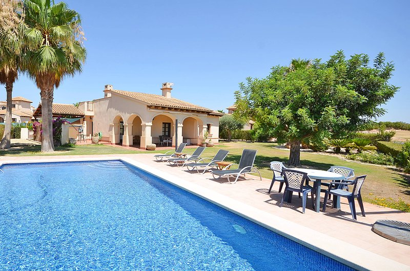 Villa 3 dorm 1ª linea golf con piscina privada, holiday rental in Fuente Alamo