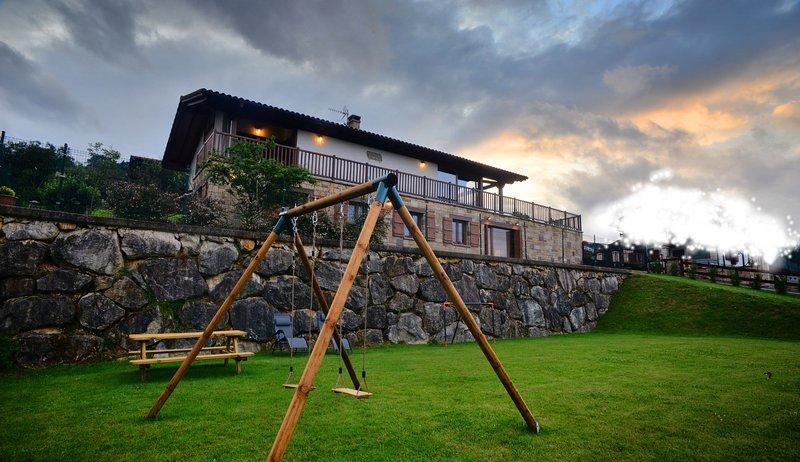 Angiz II, Apartamento rural con encanto en Sunbilla con excelentes vistas, vacation rental in Almandoz
