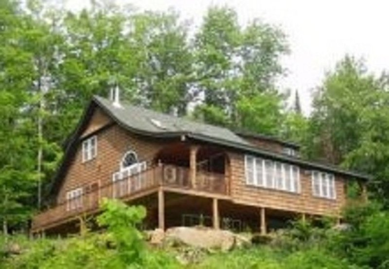 LUXURY LODGE BY LAKE  ALL WHITE MTN ATTRACTIONS !!, vacation rental in Bethlehem