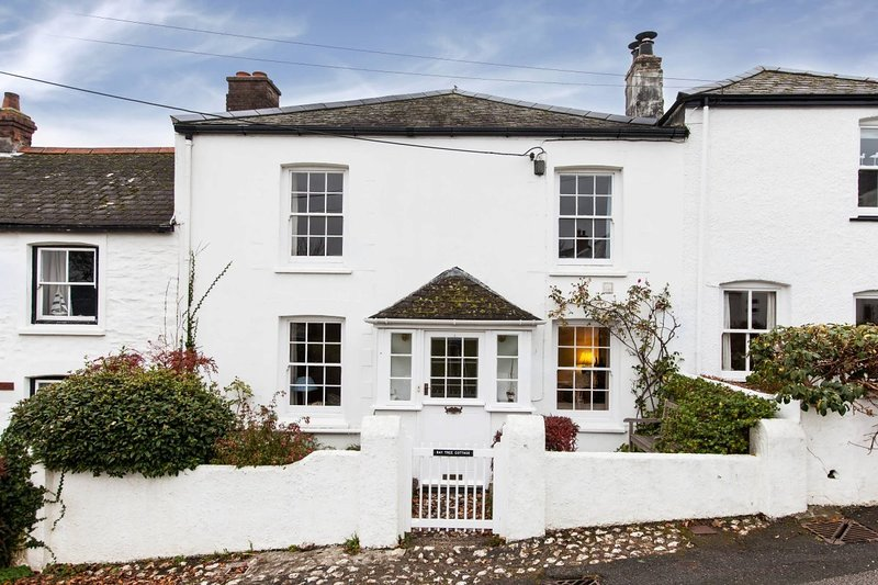 Bay Tree Cottage, a 5 star house with views of the creek and parking, holiday rental in Feock