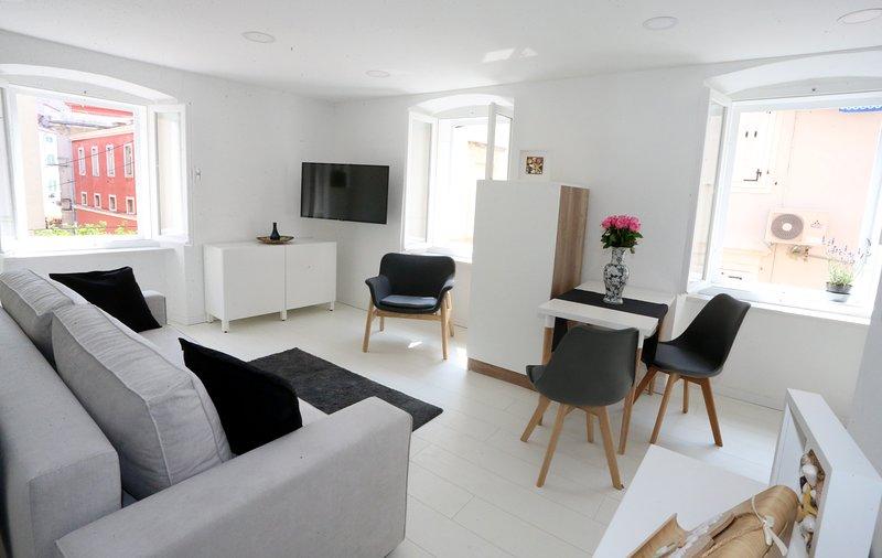 Piran Mandrač apartment 3, holiday rental in Piran