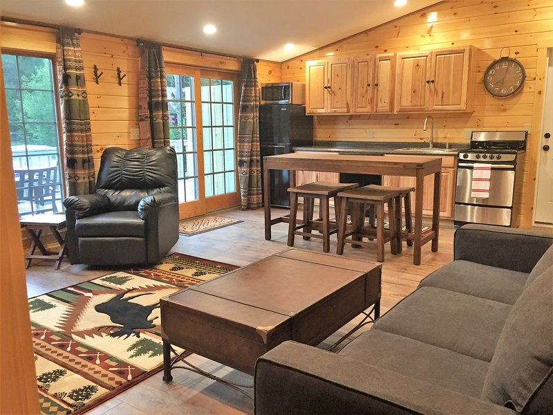 Spacious Comfortable Buck Rub Suite #9, holiday rental in Pittsburg