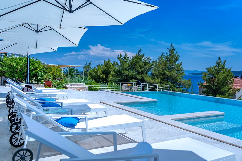 Charming apartment 2,  with terrace and sea view in Villa on island Hvar, holiday rental in Zavala