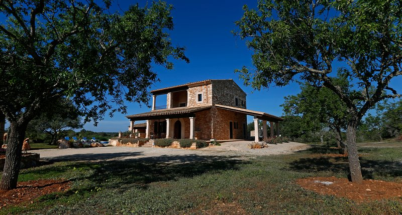 Closed to Es Caló des Moro. 'Sa Comuna', holiday rental in Es Llombards