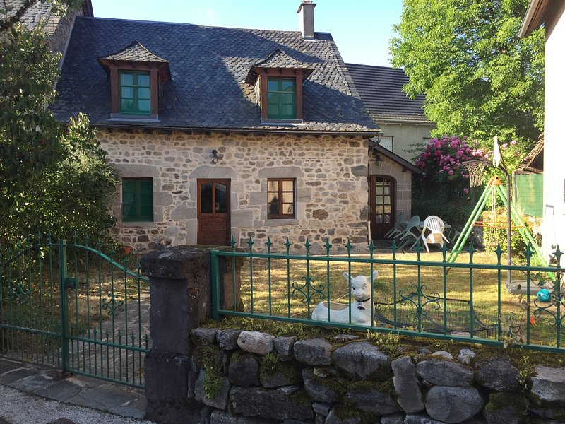 Amazing house with garden & Wifi, holiday rental in Margerides