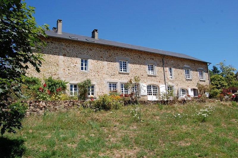 Gezellige kamer met groots uitzicht, location de vacances à Saint-Leonard-de-Noblat
