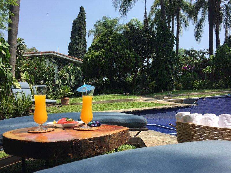 Villa Escondida-Your Private Mexican House w/ Trop, location de vacances à Morelos